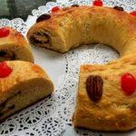 Rosca de Reyes rellena de chocolate en chispas